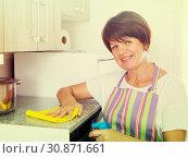 senior woman cleaning. Стоковое фото, фотограф Яков Филимонов / Фотобанк Лори