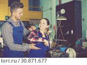 Купить «Man who is training female to repairing drill», фото № 30871677, снято 10 октября 2017 г. (c) Яков Филимонов / Фотобанк Лори