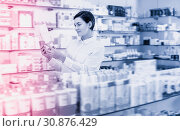 Купить «Beautiful female customer looking for products», фото № 30876429, снято 31 января 2017 г. (c) Яков Филимонов / Фотобанк Лори