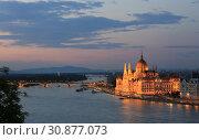 Купить «Beautiful evening view of the Parliament building and the river in Budapest in Hungary», фото № 30877073, снято 2 июня 2019 г. (c) Яна Королёва / Фотобанк Лори