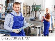 Купить «Craftsman working on glass drilling machine», фото № 30881737, снято 10 сентября 2018 г. (c) Яков Филимонов / Фотобанк Лори