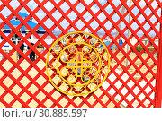 """Купить «Ограждение территории шаманского центра """"Тэнгэрин Ордон"""". Город Улан-Удэ. Бурятия.», фото № 30885597, снято 26 мая 2019 г. (c) Валерий Митяшов / Фотобанк Лори"""