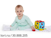Купить «Little baby with educational toys.», фото № 30888205, снято 26 апреля 2019 г. (c) Мельников Дмитрий / Фотобанк Лори