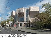 Москва, улица Стромынка, театр Романа Виктюка (2019 год). Редакционное фото, фотограф Дмитрий Неумоин / Фотобанк Лори