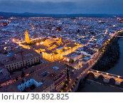 Night view of the roman bridge over river Guadalquivir and the Mosque-cathedral city Cordoba. Spain (2019 год). Стоковое фото, фотограф Яков Филимонов / Фотобанк Лори