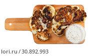Купить «Grilled cauliflower on wooden cutting board», фото № 30892993, снято 16 июня 2019 г. (c) Яков Филимонов / Фотобанк Лори
