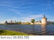 Купить «Kirillo-Belozersky Monastery on the shore of Siverskoye Lake, Kirillov, Vologda region, Russia», фото № 30893705, снято 17 мая 2019 г. (c) Юлия Бабкина / Фотобанк Лори