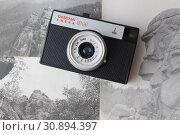 Купить «Old Camera and photos», фото № 30894397, снято 15 марта 2016 г. (c) Бурухин Никита Юрьевич / Фотобанк Лори
