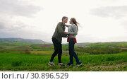 A man comes to a woman to hug, then makes an offer to get married. Стоковое видео, видеограф Константин Шишкин / Фотобанк Лори