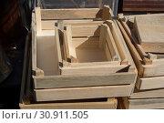 Купить «Wooden empty crate box for sale in a market», фото № 30911505, снято 12 октября 2017 г. (c) easy Fotostock / Фотобанк Лори