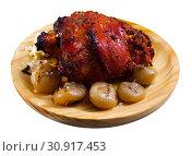 Купить «Roast pork knuckle with vegetables», фото № 30917453, снято 22 июля 2019 г. (c) Яков Филимонов / Фотобанк Лори