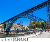 Dom Luis Bridge over the Douro River, Porto, Portugal (2018 год). Редакционное фото, фотограф Николай Коржов / Фотобанк Лори