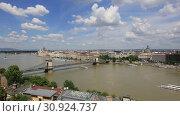Купить «Прекрасный вид на город Будапешт в Венгрии солнечным летним днем», видеоролик № 30924737, снято 3 июня 2019 г. (c) Яна Королёва / Фотобанк Лори