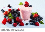 Купить «Smoothie with milk and berries», фото № 30925253, снято 25 июня 2019 г. (c) Яков Филимонов / Фотобанк Лори