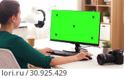 Купить «woman with with green screen on computer at home», видеоролик № 30925429, снято 19 июня 2019 г. (c) Syda Productions / Фотобанк Лори