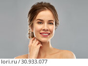 Купить «smiling young woman over grey background», фото № 30933077, снято 20 января 2019 г. (c) Syda Productions / Фотобанк Лори