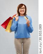 Купить «senior woman with shopping bags and credit card», фото № 30933089, снято 8 февраля 2019 г. (c) Syda Productions / Фотобанк Лори