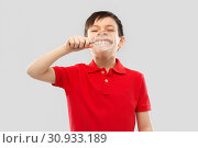 Купить «boy showing his teeth through magnifying glass», фото № 30933189, снято 9 марта 2019 г. (c) Syda Productions / Фотобанк Лори
