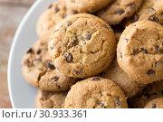 Купить «close up of oatmeal cookies on plate», фото № 30933361, снято 22 мая 2015 г. (c) Syda Productions / Фотобанк Лори