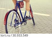 Купить «close up of hipster man riding fixed gear bike», фото № 30933549, снято 15 июня 2016 г. (c) Syda Productions / Фотобанк Лори