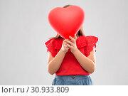 Купить «girl hiding behind red heart shaped balloon», фото № 30933809, снято 9 марта 2019 г. (c) Syda Productions / Фотобанк Лори