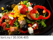 Купить «Fresh salad with pepper, arugula, strawberries and feta cheese», фото № 30934405, снято 22 июня 2018 г. (c) Яков Филимонов / Фотобанк Лори