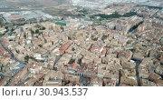Купить «Urban view from drone of roofs of residential buildings in Spanish city of Huesca», видеоролик № 30943537, снято 24 декабря 2018 г. (c) Яков Филимонов / Фотобанк Лори