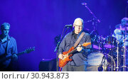 Купить «British rock musician, guitarist, vocalist and songwriter for Dire Straits Mark Knopfler giving concert at Palau Sant Jordi», видеоролик № 30943873, снято 26 апреля 2019 г. (c) Яков Филимонов / Фотобанк Лори