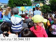 Праздничное мероприятие в сквере на Цветном бульваре в Международный День защиты детей. Город Москва. Россия (2015 год). Редакционное фото, фотограф lana1501 / Фотобанк Лори