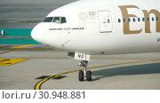 Купить «Boeing 777 taxiing at Phuket airport», видеоролик № 30948881, снято 22 ноября 2018 г. (c) Игорь Жоров / Фотобанк Лори
