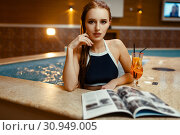 Купить «Lady with cocktail and journal at the pool side», фото № 30949005, снято 16 апреля 2019 г. (c) Tryapitsyn Sergiy / Фотобанк Лори