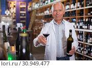 Купить «Owner of winery inviting to tasting wine», фото № 30949477, снято 8 мая 2019 г. (c) Яков Филимонов / Фотобанк Лори