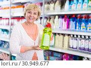 Купить «Smiling female customer holding chemical goods», фото № 30949677, снято 20 декабря 2017 г. (c) Яков Филимонов / Фотобанк Лори