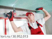 Купить «gypsum plasterboard construction work at suspended ceiling», фото № 30952013, снято 15 мая 2019 г. (c) Дмитрий Калиновский / Фотобанк Лори