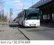 Купить «Автобус на рейсе. Можайское шоссе. Можайский район. Город Москва. Россия», эксклюзивное фото № 30974849, снято 13 апреля 2015 г. (c) lana1501 / Фотобанк Лори