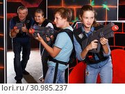 Teenage kids playing lasertag. Стоковое фото, фотограф Яков Филимонов / Фотобанк Лори