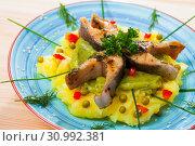Купить «Deliciously fried trout steaks with mashed potatoes, guacamole and greens», фото № 30992381, снято 26 июня 2019 г. (c) Яков Филимонов / Фотобанк Лори
