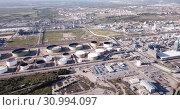 Купить «Aerial view of chemical process plant near Tarragona, Spain», видеоролик № 30994097, снято 24 апреля 2019 г. (c) Яков Филимонов / Фотобанк Лори