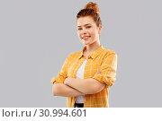 Купить «smiling red haired teenage girl with crossed arms», фото № 30994601, снято 28 февраля 2019 г. (c) Syda Productions / Фотобанк Лори