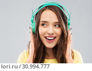 Купить «happy young woman or teenage girl with headphones», фото № 30994777, снято 29 января 2019 г. (c) Syda Productions / Фотобанк Лори