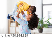 Купить «happy african american mother with baby at home», фото № 30994829, снято 22 марта 2019 г. (c) Syda Productions / Фотобанк Лори