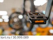 Купить «Bicycle in sports shop, focus on pedal, nobody», фото № 30999089, снято 25 марта 2019 г. (c) Tryapitsyn Sergiy / Фотобанк Лори
