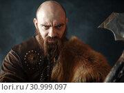 Купить «Portrait of viking with axe, martial spirit», фото № 30999097, снято 27 марта 2019 г. (c) Tryapitsyn Sergiy / Фотобанк Лори