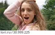 Beautiful smiling girl with long curly hair outdoor. Happy holidays, travel concept (2019 год). Редакционное видео, видеограф Ольга Балынская / Фотобанк Лори