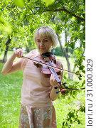 Купить «The Russian woman plays a violin in the park in the summer», фото № 31000829, снято 12 июня 2019 г. (c) Землянникова Вероника / Фотобанк Лори