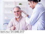 Male patient with hearing problem visiting doctor otorhinolaryng. Стоковое фото, фотограф Elnur / Фотобанк Лори