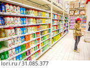 Купить «Russia Samara May 2019: a large selection of cleaning products on the shelves of the store. Text in Russian: myth, gentle hands», фото № 31085377, снято 23 мая 2019 г. (c) Акиньшин Владимир / Фотобанк Лори