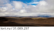 Купить «Wuestenhafte, bergige Landschaft mit Licht und Schatten, Moedrudalsfjallgardur, Hochland, Island, Europa», фото № 31089297, снято 21 января 2020 г. (c) age Fotostock / Фотобанк Лори