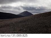 Купить «Wuestenhafte, bergige Landschaft mit Licht und Schatten, Moedrudalsfjallgardur, Hochland, Island, Europa», фото № 31089825, снято 21 января 2020 г. (c) age Fotostock / Фотобанк Лори
