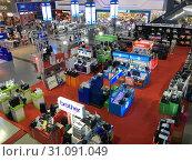 Купить «IT City store in Pantip Plaza, Bangkok», фото № 31091049, снято 12 декабря 2017 г. (c) Александр Подшивалов / Фотобанк Лори